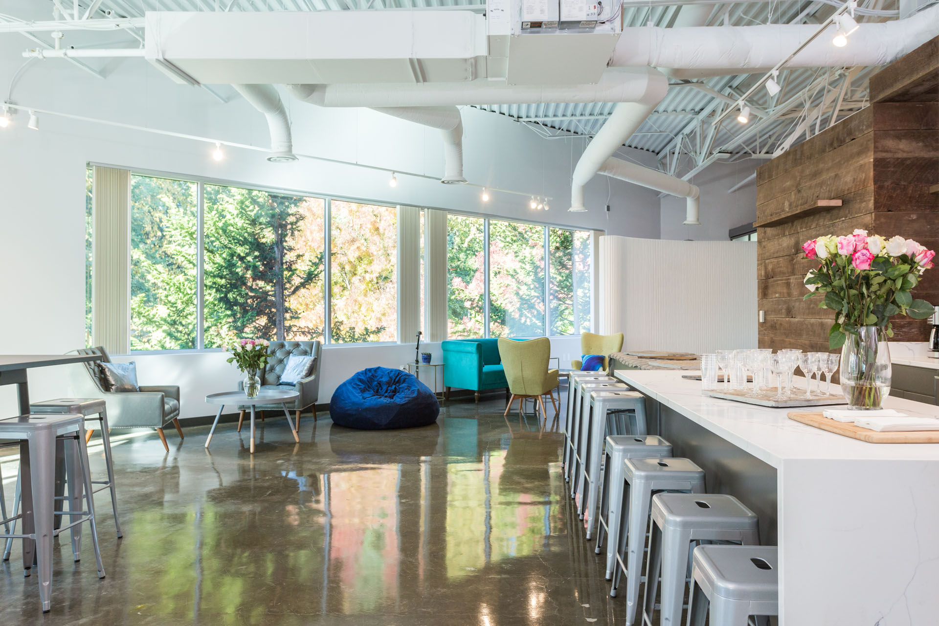 Coworking Portland Tigard Beaverton Lake Oswego. Meeting Rooms Portland Tigard Beaverton Lake Oswego. Free Parking.